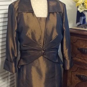Unique 2 pc. Gown/jacket, Brown w\blue under sheen